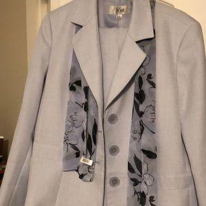 Size 16 Le Suit pant suit. Periwinkle blue.